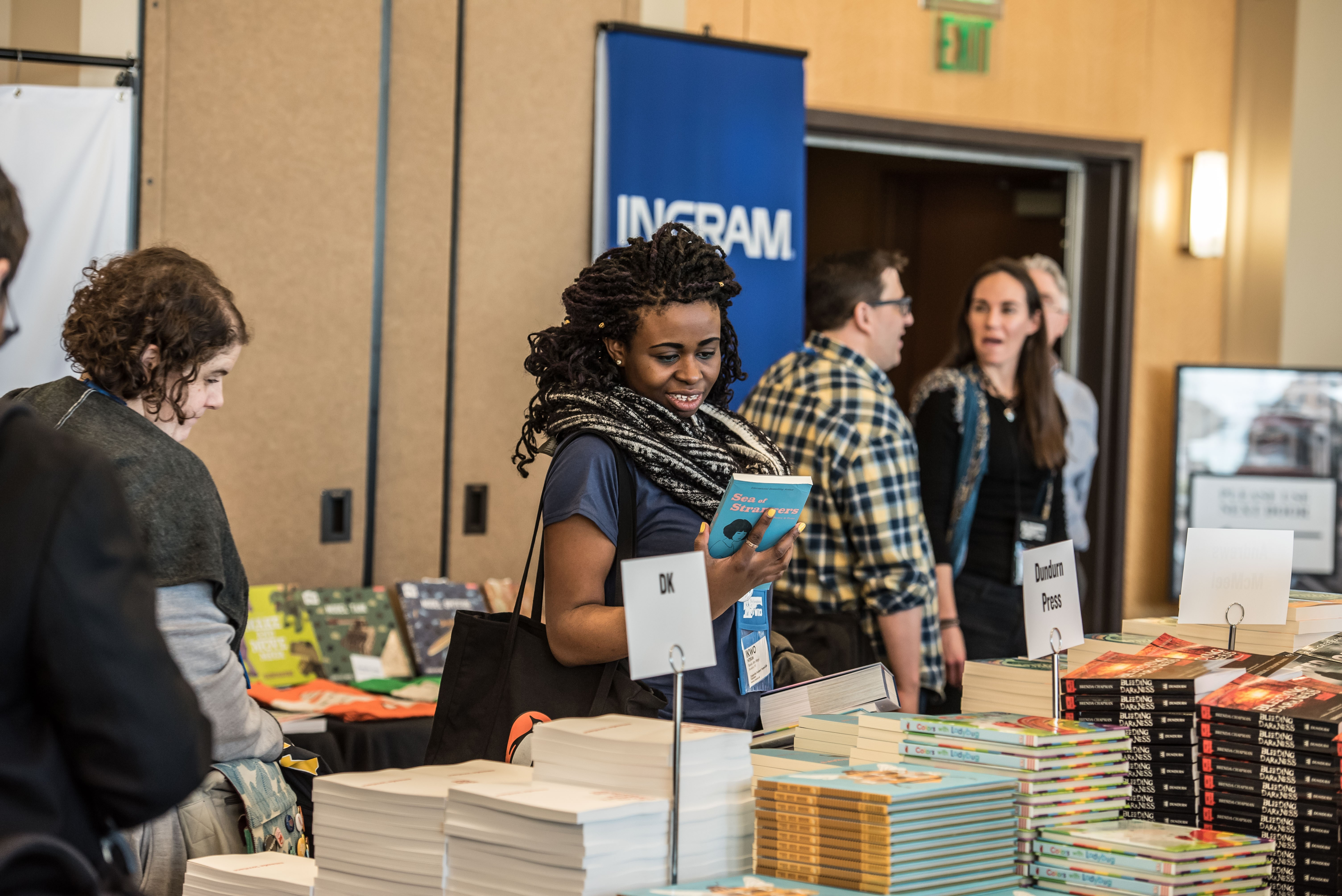 The piles of books drew booksellers to the galley room.